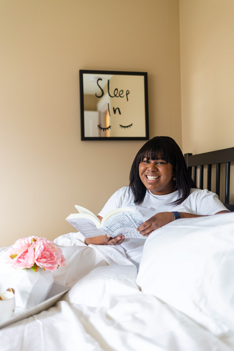 As I've gotten older and my interests have expanded (this blog, jewelry business, BeautyCounter), I find it even more difficult to unwind at night. So here's to finding a happy medium! Follow these tips for a night of better sleep.